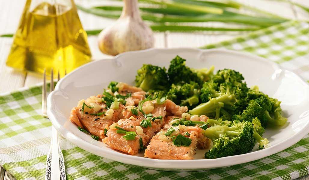 Macadamia - Lachs mit Brokkoli